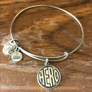 "Alex and Ani: ""Hero"" bracelet in gold"